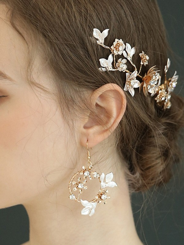 Shinning Alloy With Rhinestone Earrings For Women