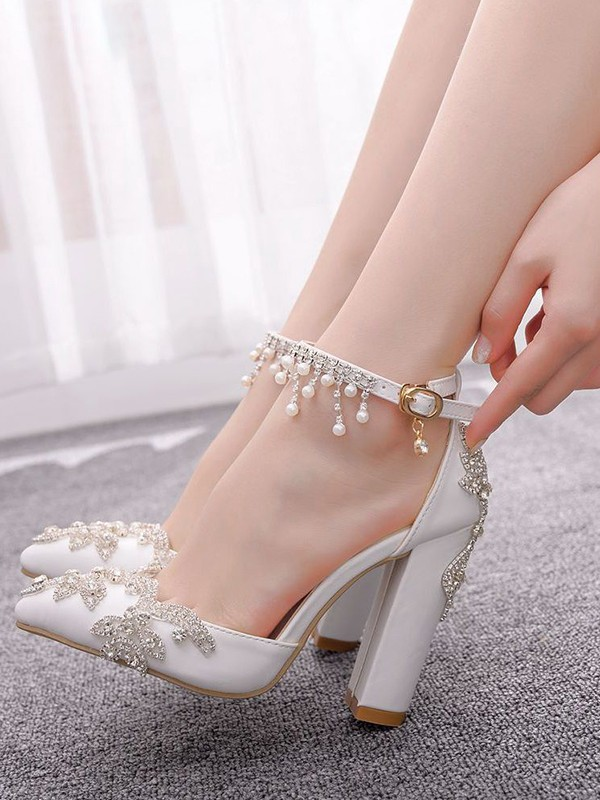 Women's PU Closed Toe With Flower Chunky Heel High Heels