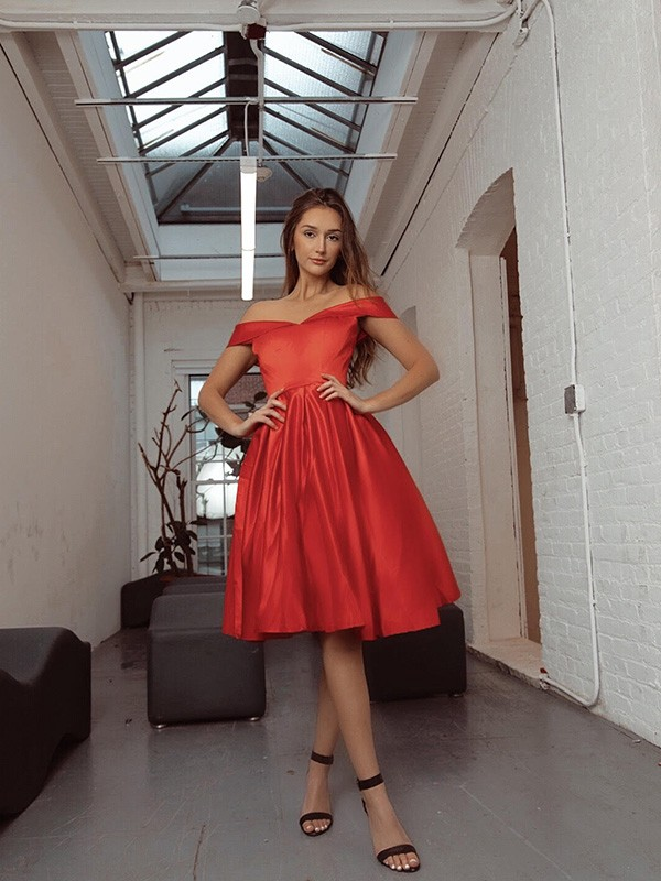 A-Line/Princess Ruched Off-the-Shoulder Satin Sleeveless Knee-Length Dresses