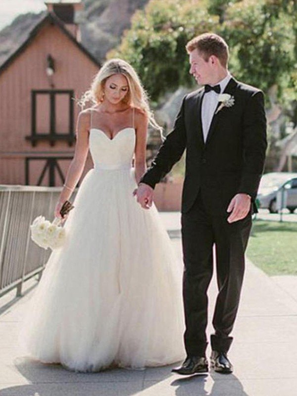 Ball Gown Sweetheart Sweep/Brush Train Sleeveless Tulle Wedding Dresses