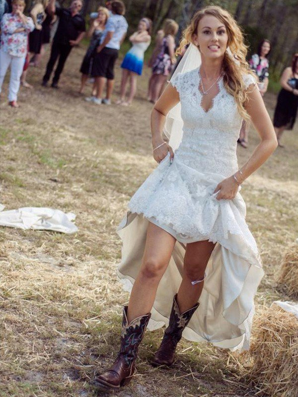 Sheath/Column V-neck Short Sleeves Applique Court Train Lace Wedding Dresses