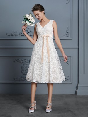 A-Line/Princess V-neck Sleeveless Knee-Length Lace Bowknot Wedding Dresses