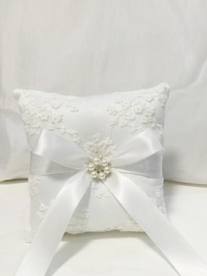 Fascinating Ring Pillow In Cloth With Applique
