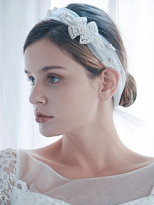 Graceful Tulle One-Tier Shoulder Veils With Imitation Pearl