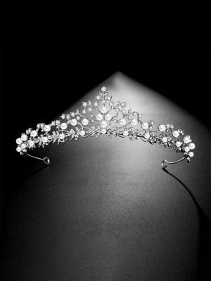 Fascinating Bridal With Pearl Alloy Headpieces