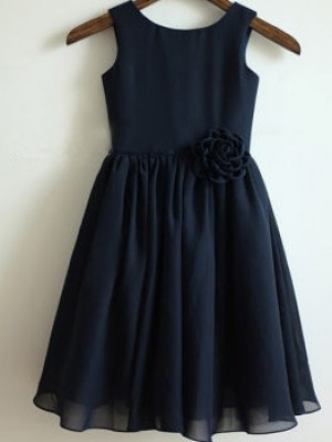 A-line/Princess Scoop Sleeveless Hand-Made Flower Long Chiffon Dresses