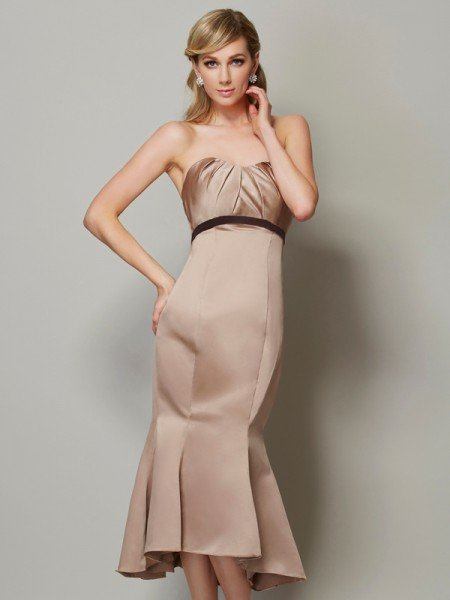 Sheath/Column Strapless Sleeveless Sash/Ribbon/Belt Short Satin Dresses