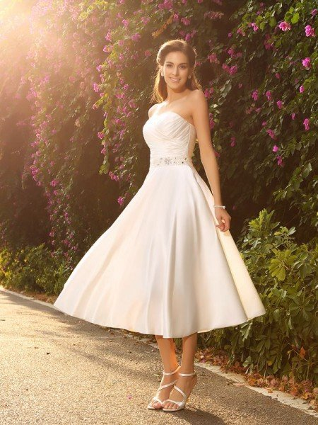 A-Line/Princess Sweetheart Beading Sleeveless Short Satin Wedding Dresses