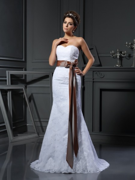 Sheath/Column Sweetheart Applique Sleeveless Long Net Wedding Dresses