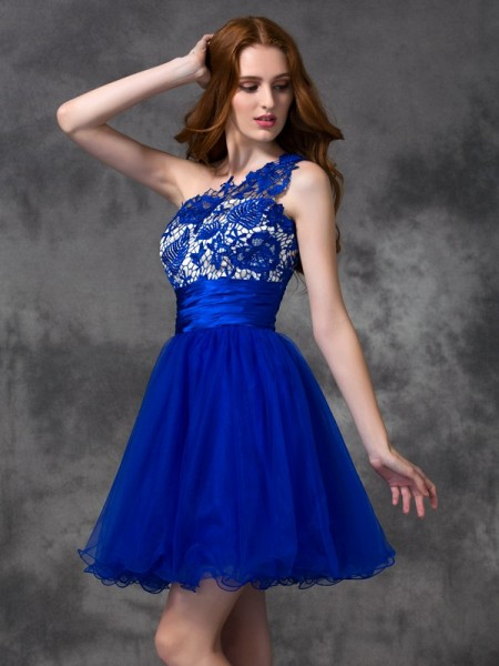 A-line/Princess One-Shoulder Lace Sleeveless Short Satin Dresses