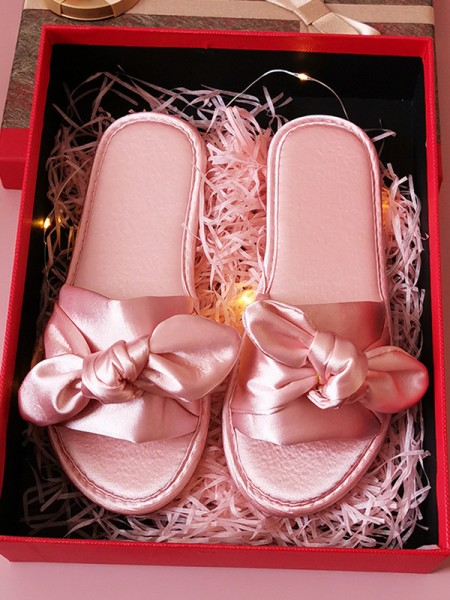 Fascinating Cloth With Bowknot Bridesmaid Slippers