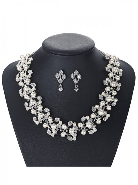 Trending Alloy With Pearl Jewelry Set For Ladies