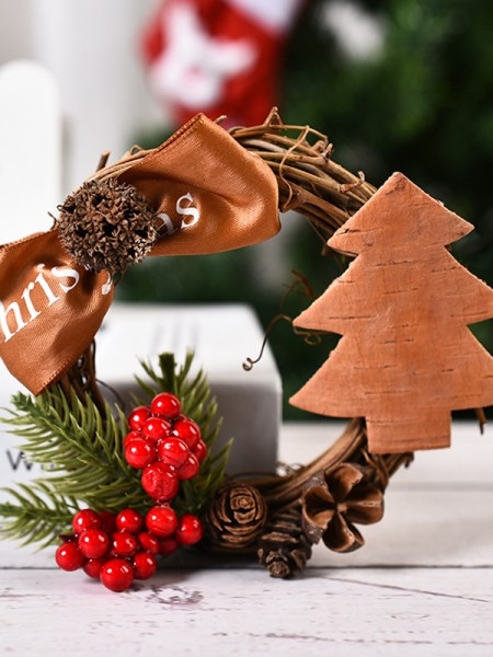 Graceful Wood Tree Christmas Wreaths