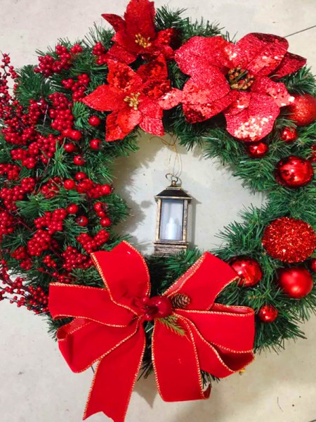 Luxurious Wood Lantern Christmas Wreaths