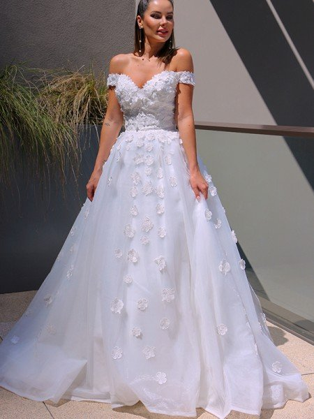 Ball Gown V-neck Tulle Applique Sleeveless Chapel Train Wedding Dresses