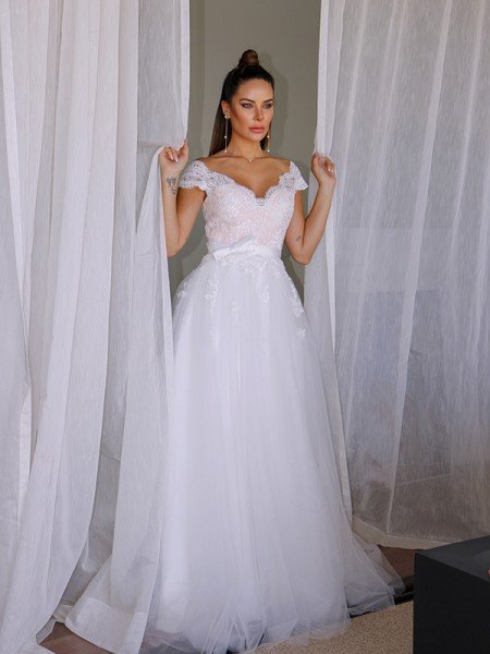 A-Line/Princess Tulle V-neck Sleeveless Lace Floor-Length Wedding Dresses