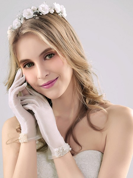 Attractive Tulle With Pearl Wrist Length Wedding Gloves