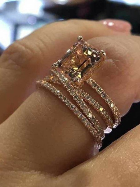 Unique Alloy With Rhinestone Hot Sale Wedding Rings