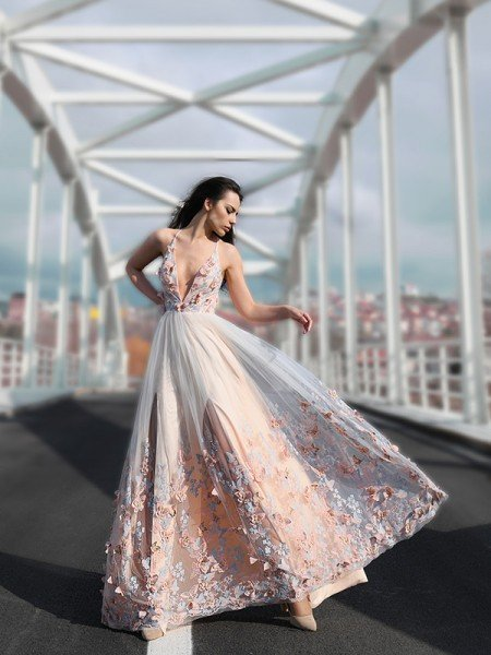A-Line/Princess Tulle Floor-Length V-neck Sleeveless Applique Dresses