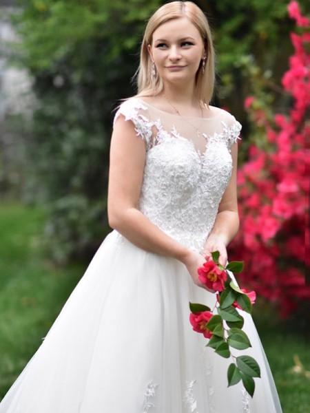 A-Line/Princess Tulle V-neck Sleeveless Applique Court Train Wedding Dresses