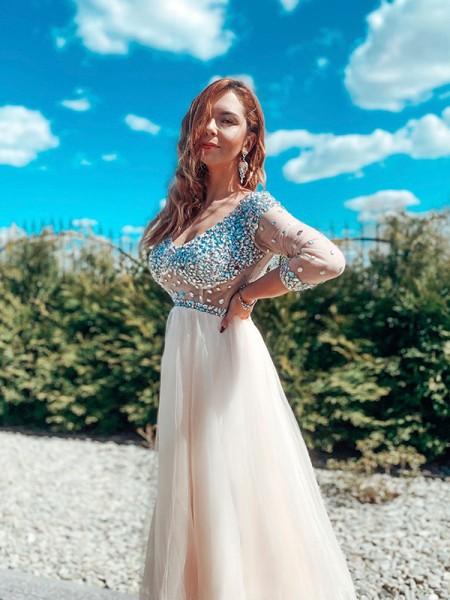 A-Line/Princess Beading Tulle Floor-Length V-neck Long Sleeves Dresses