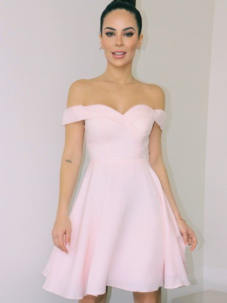 A-Line/Princess Off-the-Shoulder Sleeveless Satin Short/Mini Homecoming Dresses