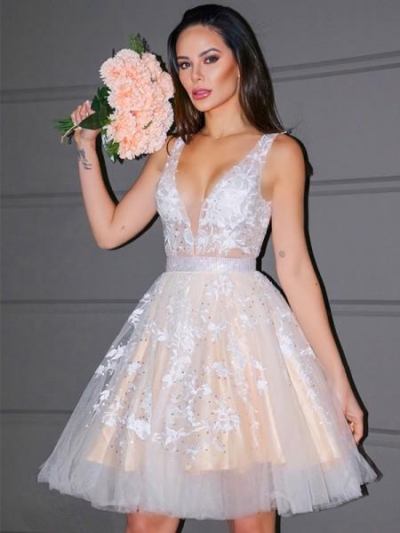 A-Line/Princess V-neck Tulle Applique Sleeveless Short/Mini Homecoming Dresses