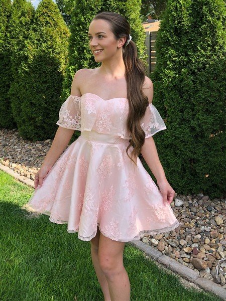 A-Line/Princess Lace Off-the-Shoulder Sleeveless Applique Short/Mini Homecoming Dresses
