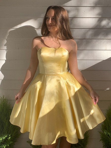 A-Line/Princess Strapless Satin Ruffles Sleeveless Short/Mini Homecoming Dresses