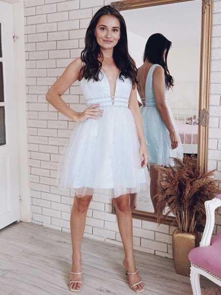 A-Line/Princess V-neck Beading Tulle Sleeveless Short/Mini Homecoming Dresses