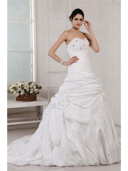 A-Line/Princess Sweetheart Sleeveless Applique Beading Long Taffeta Wedding Dresses