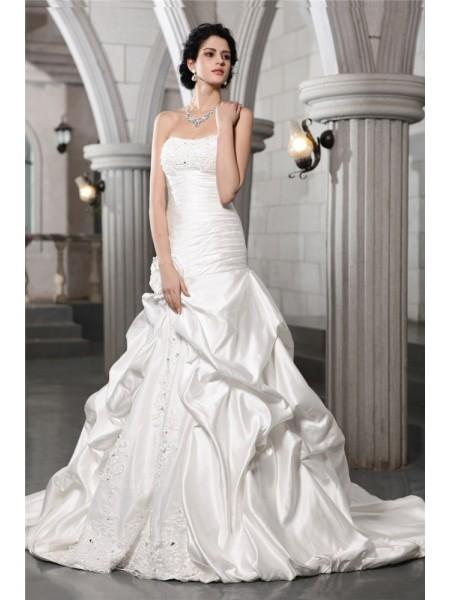 A-Line/Princess Sleeveless Strapless Beading Applique Hand-Made Flower Long Satin Wedding Dresses
