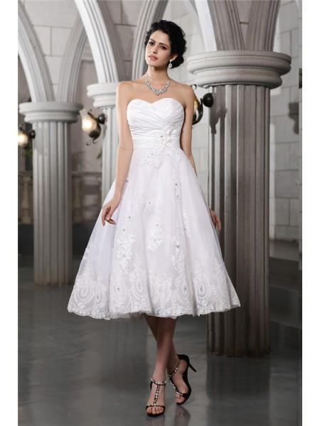 A-Line/Princess Sweetheart Sleeveless Beading Applique Short Taffeta Wedding Dresses