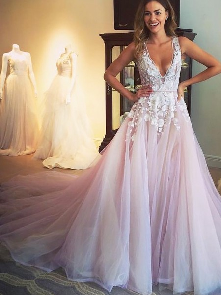 A-Line/Princess V-neck Sweep/Brush Train Tulle Sleeveless Applique Dresses