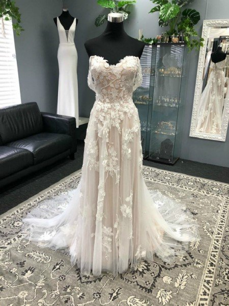 A-Line/Princess Off-the-Shoulder Tulle Applique Sleeveless Sweep/Brush Train Wedding Dresses