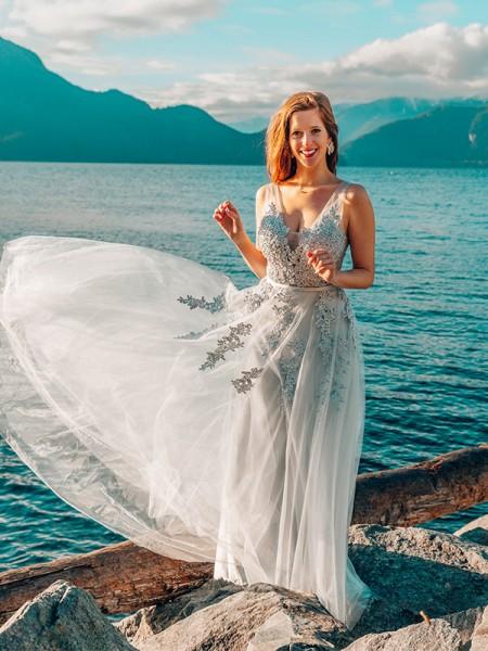 A-Line/Princess Applique V-neck Tulle Floor-Length Sleeveless Dresses