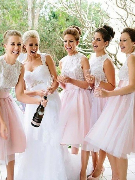 A-Line/Princess Sleeveless Scoop Tulle Knee-Length Bridesmaid Dresses
