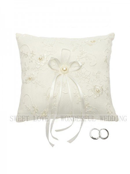 Delicate Ring Pillow In Lace With Imitation Pearl