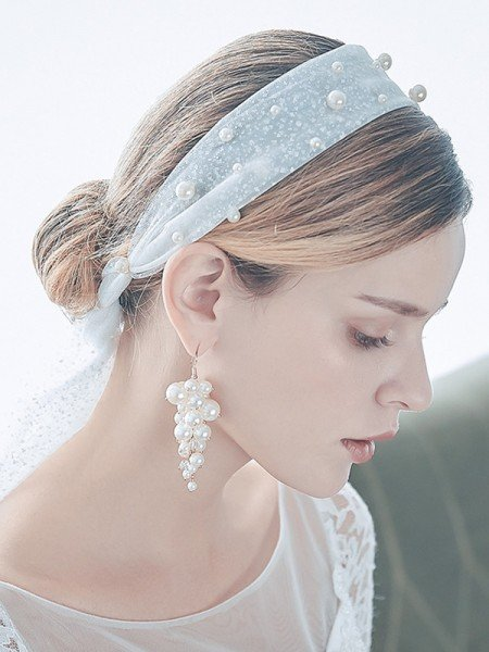 Stunning Tulle One-Tier Elbow Bridal Veils With Imitation Pearl And Earrings