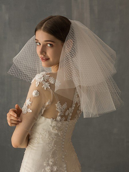 Elegant Tulle Two-Tier Shoulder Veils