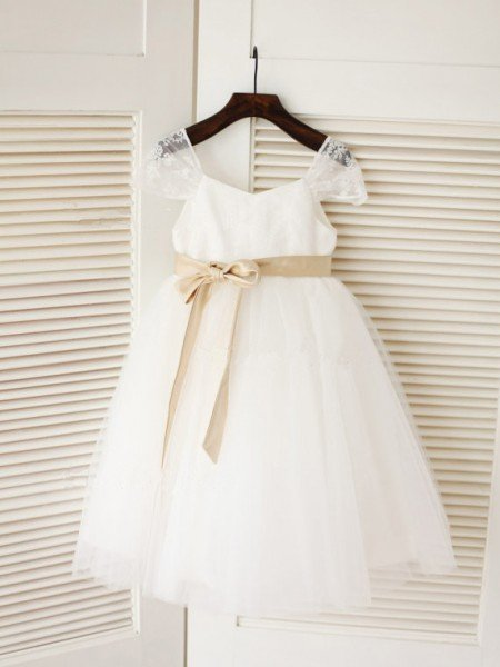 Ball Gown Scoop Sleeveless Sash/Ribbon/Belt Long Tulle Dresses