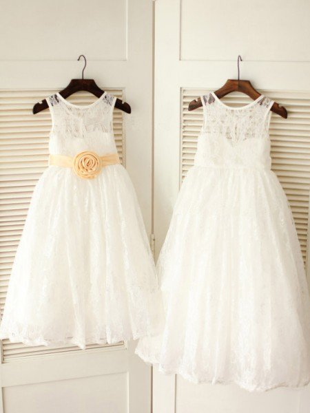 A-line/Princess Scoop Sleeveless Sash/Ribbon/Belt Long Lace Dresses