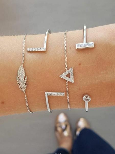 Noble Alloy With Leaf Bracelets(4 Pieces)
